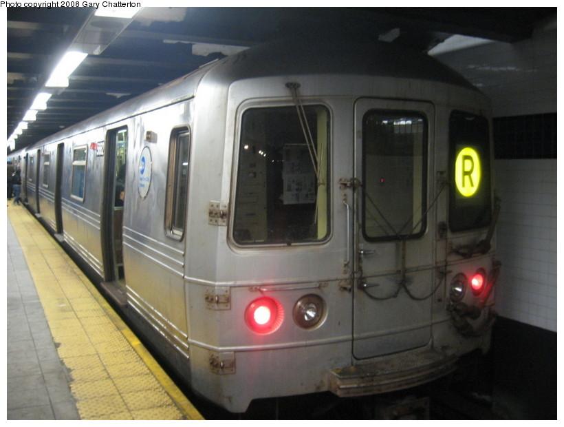 (113k, 820x620)<br><b>Country:</b> United States<br><b>City:</b> New York<br><b>System:</b> New York City Transit<br><b>Line:</b> IND Queens Boulevard Line<br><b>Location:</b> Roosevelt Avenue <br><b>Route:</b> R<br><b>Car:</b> R-46 (Pullman-Standard, 1974-75) 5662 <br><b>Photo by:</b> Gary Chatterton<br><b>Date:</b> 12/23/2007<br><b>Viewed (this week/total):</b> 0 / 2211