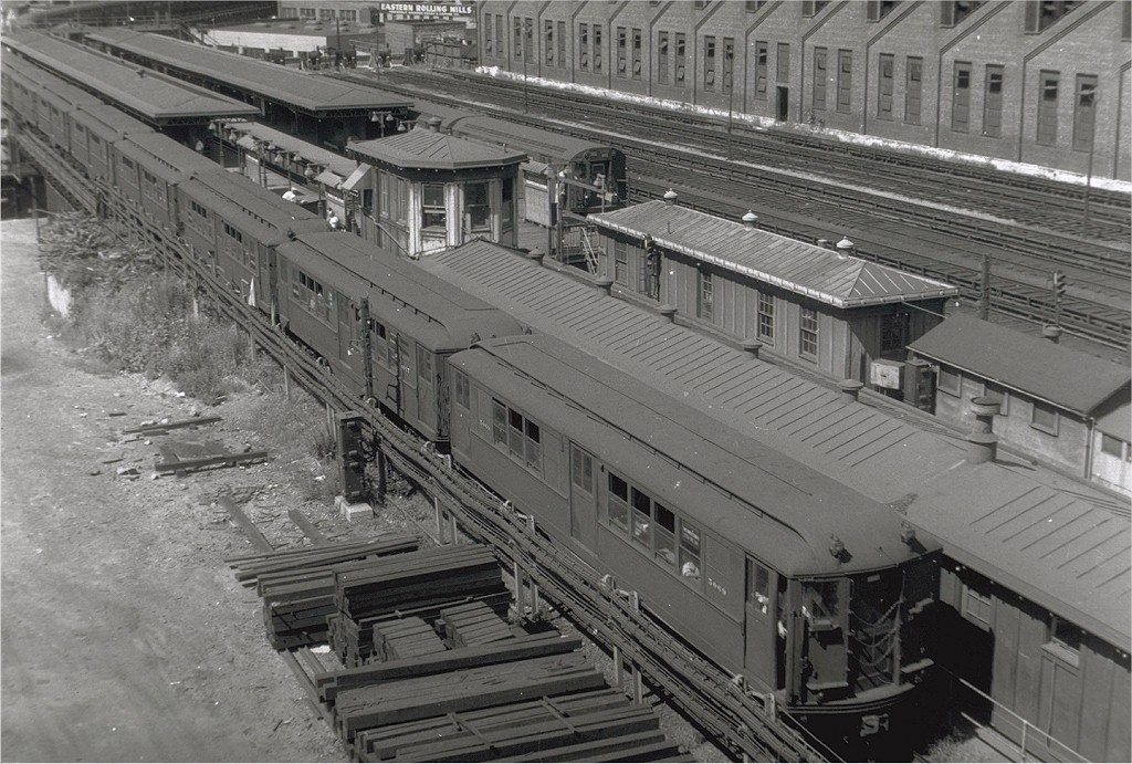 (226k, 1024x691)<br><b>Country:</b> United States<br><b>City:</b> New York<br><b>System:</b> New York City Transit<br><b>Line:</b> IRT White Plains Road Line<br><b>Location:</b> East 180th Street <br><b>Car:</b> Low-V 5069 <br><b>Photo by:</b> Harry Pinsker<br><b>Date:</b> 8/3/1959<br><b>Viewed (this week/total):</b> 0 / 4731