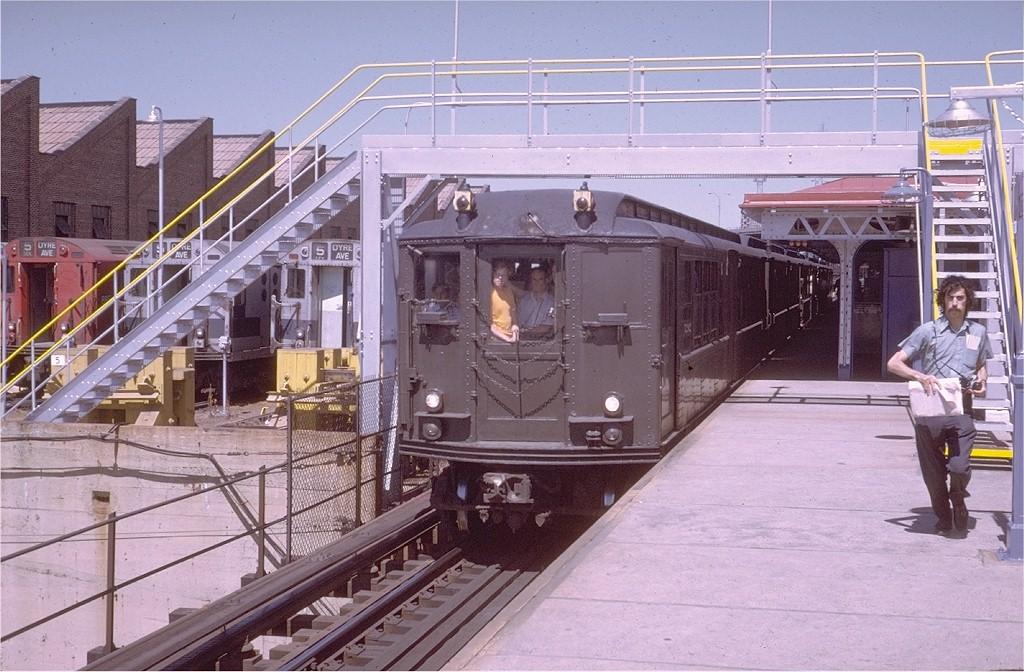 (217k, 1024x672)<br><b>Country:</b> United States<br><b>City:</b> New York<br><b>System:</b> New York City Transit<br><b>Line:</b> IRT White Plains Road Line<br><b>Location:</b> East 180th Street <br><b>Route:</b> Fan Trip<br><b>Car:</b> Low-V (Museum Train) 5292 <br><b>Photo by:</b> Steve Zabel<br><b>Collection of:</b> Joe Testagrose<br><b>Date:</b> 8/5/1972<br><b>Viewed (this week/total):</b> 1 / 3051
