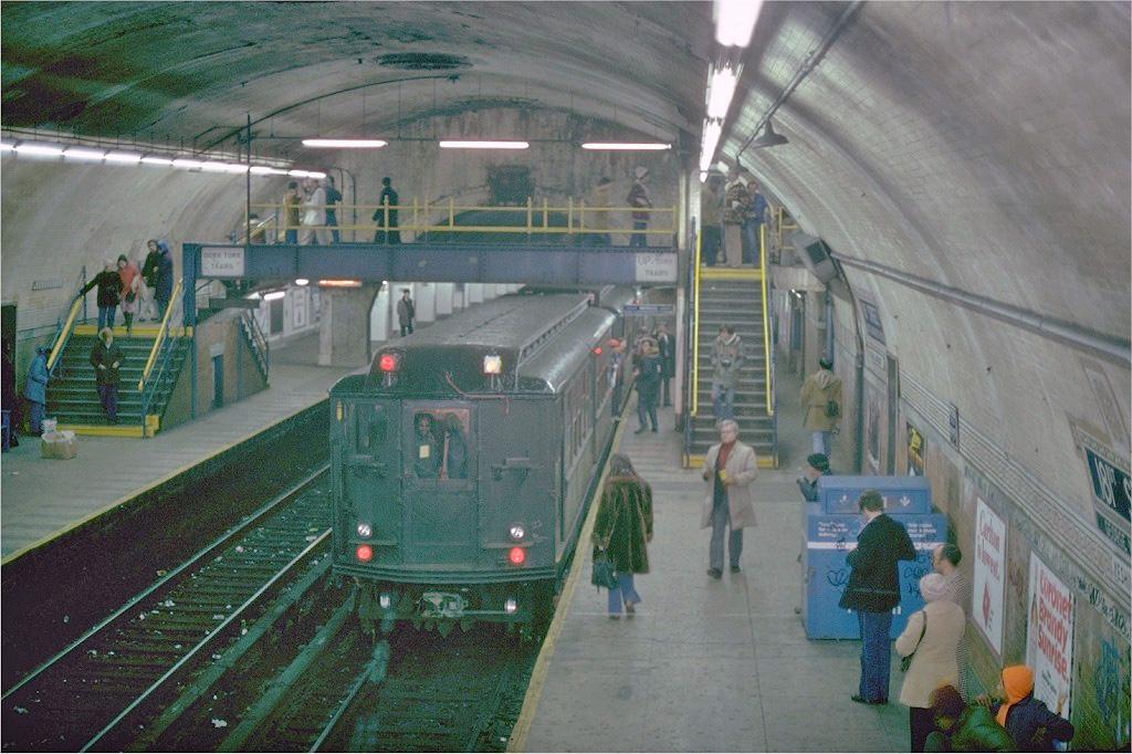 (263k, 1024x682)<br><b>Country:</b> United States<br><b>City:</b> New York<br><b>System:</b> New York City Transit<br><b>Line:</b> IRT West Side Line<br><b>Location:</b> 181st Street <br><b>Route:</b> Fan Trip<br><b>Car:</b> Low-V (Museum Train) 5292 <br><b>Photo by:</b> Joe Testagrose<br><b>Date:</b> 12/11/1977<br><b>Viewed (this week/total):</b> 1 / 5728