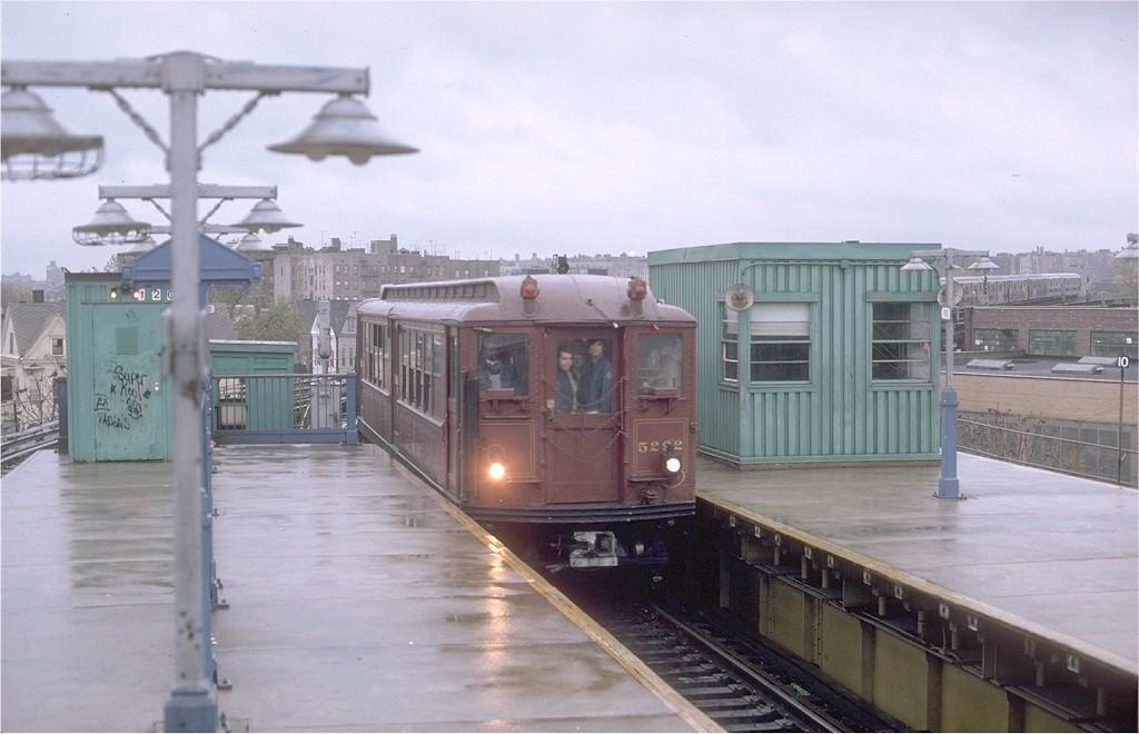 (148k, 1024x660)<br><b>Country:</b> United States<br><b>City:</b> New York<br><b>System:</b> New York City Transit<br><b>Line:</b> IRT White Plains Road Line<br><b>Location:</b> East 180th Street <br><b>Route:</b> Fan Trip<br><b>Car:</b> Low-V (Museum Train) 5292 <br><b>Photo by:</b> Gerald H. Landau<br><b>Collection of:</b> Joe Testagrose<br><b>Date:</b> 11/3/1979<br><b>Viewed (this week/total):</b> 0 / 3421