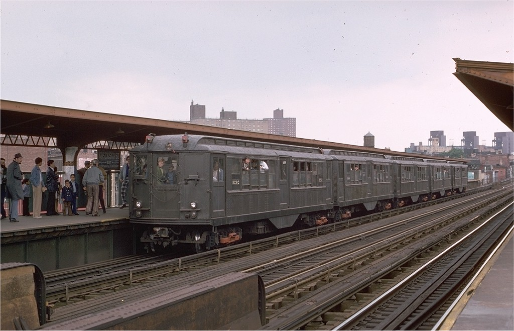 (176k, 1024x659)<br><b>Country:</b> United States<br><b>City:</b> New York<br><b>System:</b> New York City Transit<br><b>Line:</b> BMT Nassau Street/Jamaica Line<br><b>Location:</b> Kosciuszko Street <br><b>Route:</b> Fan Trip<br><b>Car:</b> Low-V (Museum Train) 5292 <br><b>Photo by:</b> Joe Testagrose<br><b>Date:</b> 5/26/1974<br><b>Viewed (this week/total):</b> 4 / 3483