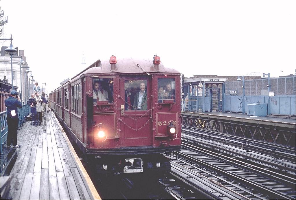 (210k, 1024x691)<br><b>Country:</b> United States<br><b>City:</b> New York<br><b>System:</b> New York City Transit<br><b>Line:</b> BMT Nassau Street/Jamaica Line<br><b>Location:</b> Marcy Avenue <br><b>Route:</b> Fan Trip<br><b>Car:</b> Low-V (Museum Train) 5292 <br><b>Photo by:</b> Gerald H. Landau<br><b>Collection of:</b> Joe Testagrose<br><b>Date:</b> 5/12/1979<br><b>Viewed (this week/total):</b> 2 / 3176