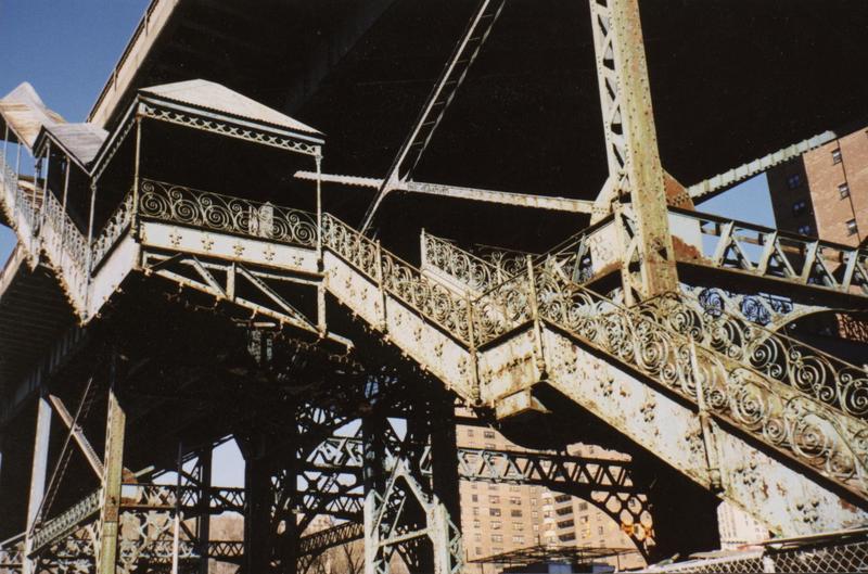 (86k, 800x529)<br><b>Country:</b> United States<br><b>City:</b> New York<br><b>System:</b> New York City Transit<br><b>Location:</b> Macombs Dam Bridge<br><b>Photo by:</b> Timothy Todd<br><b>Date:</b> 1998<br><b>Notes:</b> Stairs to 9th Avenue El at Macombs Dam Bridge<br><b>Viewed (this week/total):</b> 0 / 12942