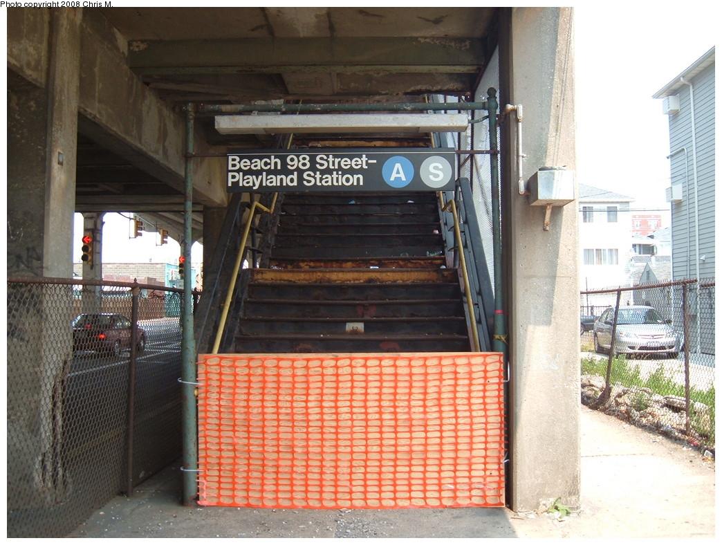 (266k, 1044x788)<br><b>Country:</b> United States<br><b>City:</b> New York<br><b>System:</b> New York City Transit<br><b>Line:</b> IND Rockaway<br><b>Location:</b> Beach 98th Street/Playland <br><b>Photo by:</b> Chris M.<br><b>Date:</b> 6/19/2007<br><b>Notes:</b> Closed entrance at Beach 98 Street.<br><b>Viewed (this week/total):</b> 1 / 1391