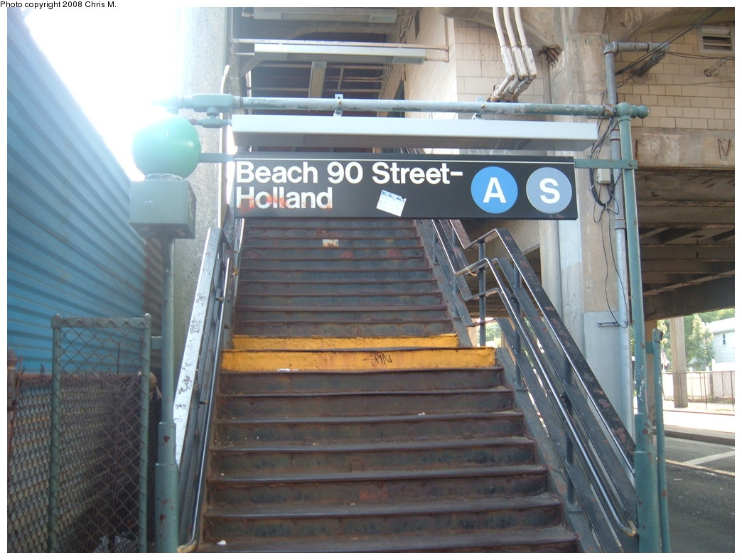 (218k, 1044x788)<br><b>Country:</b> United States<br><b>City:</b> New York<br><b>System:</b> New York City Transit<br><b>Line:</b> IND Rockaway<br><b>Location:</b> Beach 90th Street/Holland <br><b>Photo by:</b> Chris M.<br><b>Date:</b> 6/19/2007<br><b>Notes:</b> Station entrance.<br><b>Viewed (this week/total):</b> 0 / 1333