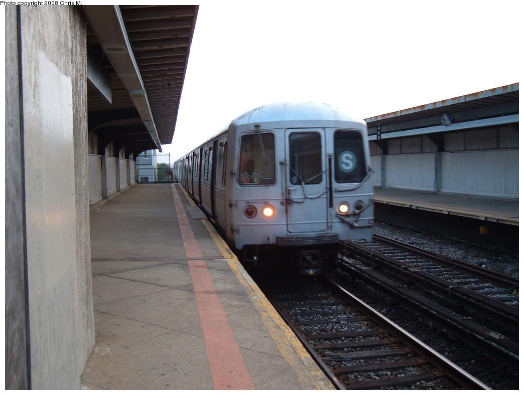 (186k, 1044x788)<br><b>Country:</b> United States<br><b>City:</b> New York<br><b>System:</b> New York City Transit<br><b>Line:</b> IND Rockaway<br><b>Location:</b> Beach 90th Street/Holland <br><b>Route:</b> S<br><b>Car:</b> R-44 (St. Louis, 1971-73)  <br><b>Photo by:</b> Chris M.<br><b>Date:</b> 6/19/2007<br><b>Viewed (this week/total):</b> 0 / 1173