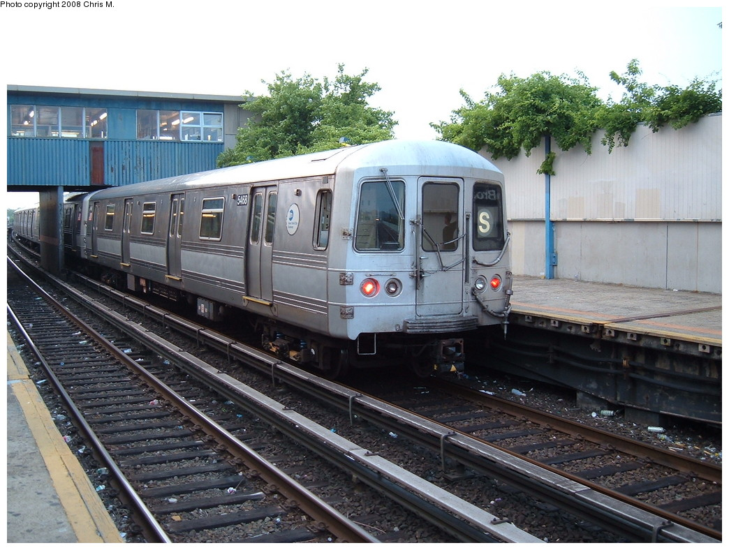 (262k, 1044x788)<br><b>Country:</b> United States<br><b>City:</b> New York<br><b>System:</b> New York City Transit<br><b>Line:</b> IND Rockaway<br><b>Location:</b> Broad Channel <br><b>Route:</b> S<br><b>Car:</b> R-44 (St. Louis, 1971-73) 5468 <br><b>Photo by:</b> Chris M.<br><b>Date:</b> 6/19/2007<br><b>Viewed (this week/total):</b> 0 / 1412