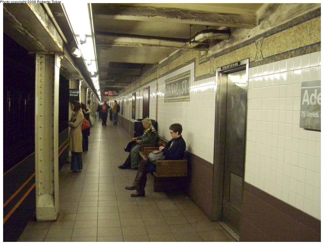 (209k, 1044x791)<br><b>Country:</b> United States<br><b>City:</b> New York<br><b>System:</b> New York City Transit<br><b>Line:</b> IRT West Side Line<br><b>Location:</b> Canal Street <br><b>Photo by:</b> Roberto C. Tobar<br><b>Date:</b> 2/6/2008<br><b>Viewed (this week/total):</b> 0 / 2239