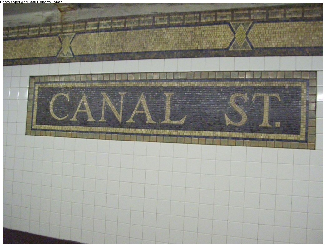 (187k, 1044x791)<br><b>Country:</b> United States<br><b>City:</b> New York<br><b>System:</b> New York City Transit<br><b>Line:</b> IRT West Side Line<br><b>Location:</b> Canal Street <br><b>Photo by:</b> Roberto C. Tobar<br><b>Date:</b> 2/6/2008<br><b>Viewed (this week/total):</b> 2 / 1791