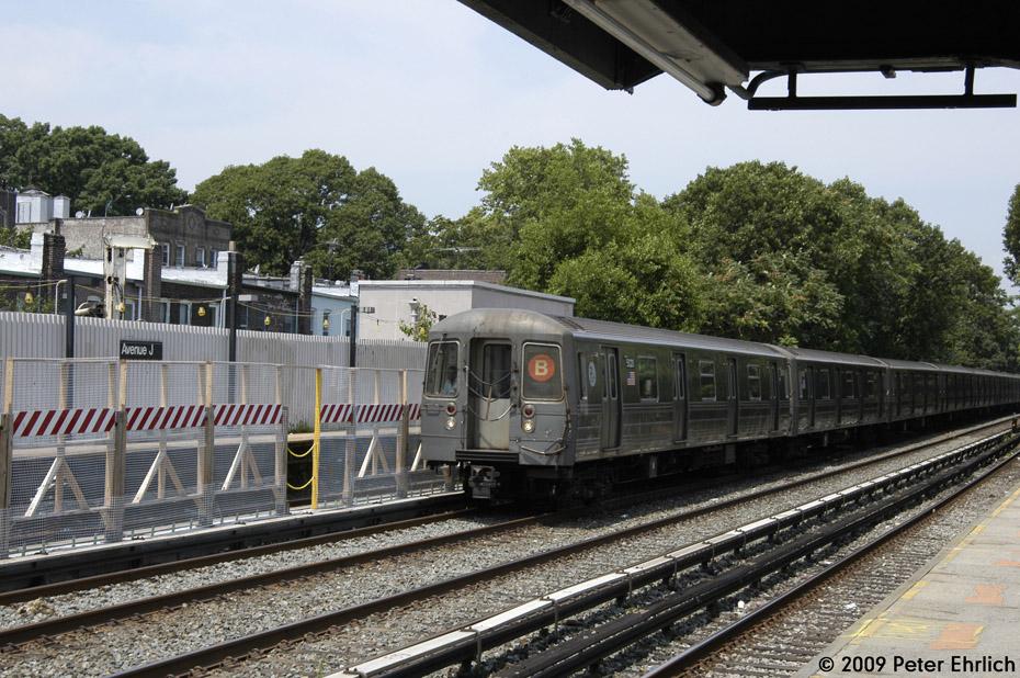 (256k, 930x618)<br><b>Country:</b> United States<br><b>City:</b> New York<br><b>System:</b> New York City Transit<br><b>Line:</b> BMT Brighton Line<br><b>Location:</b> Avenue J <br><b>Car:</b> R-68A (Kawasaki, 1988-1989)  5020 <br><b>Photo by:</b> Peter Ehrlich<br><b>Date:</b> 7/22/2009<br><b>Notes:</b> Outbound<br><b>Viewed (this week/total):</b> 1 / 1221