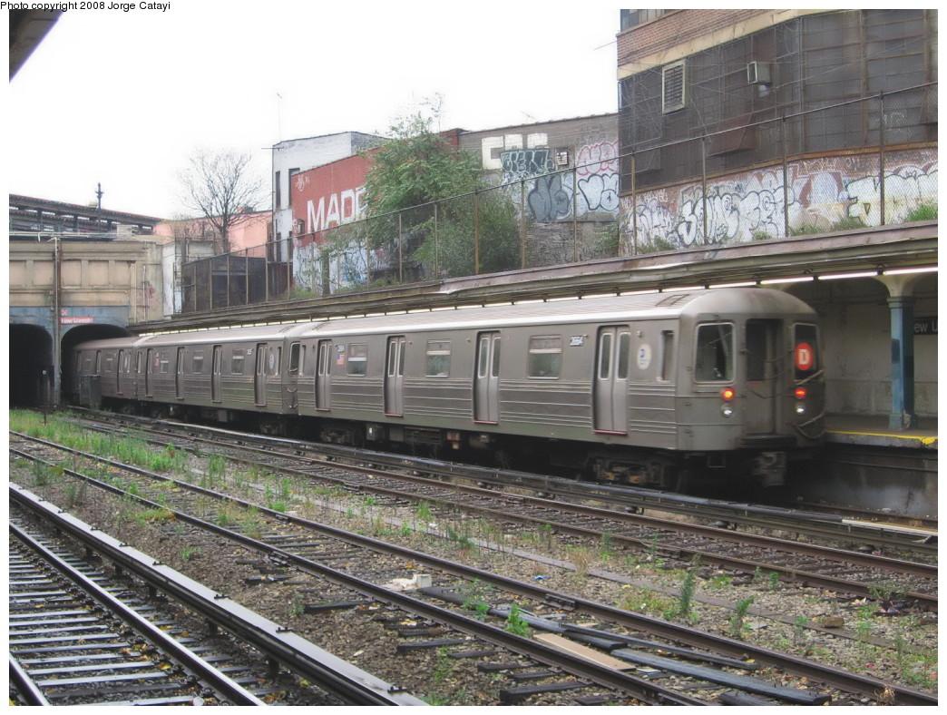 (264k, 1044x788)<br><b>Country:</b> United States<br><b>City:</b> New York<br><b>System:</b> New York City Transit<br><b>Line:</b> BMT Sea Beach Line<br><b>Location:</b> New Utrecht Avenue <br><b>Route:</b> D Reroute<br><b>Car:</b> R-68 (Westinghouse-Amrail, 1986-1988)  2664 <br><b>Photo by:</b> Jorge Catayi<br><b>Date:</b> 11/9/2007<br><b>Viewed (this week/total):</b> 0 / 2208