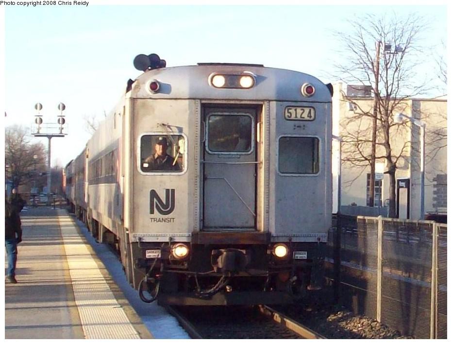 (168k, 931x708)<br><b>Country:</b> United States<br><b>System:</b> NJ Transit (or Predecessor)<br><b>Line:</b> NJT Main/Bergen Line<br><b>Location:</b> Ramsey <br><b>Car:</b> NJT Comet I 5124 <br><b>Photo by:</b> Chris Reidy<br><b>Date:</b> 2/14/2008<br><b>Viewed (this week/total):</b> 2 / 1105