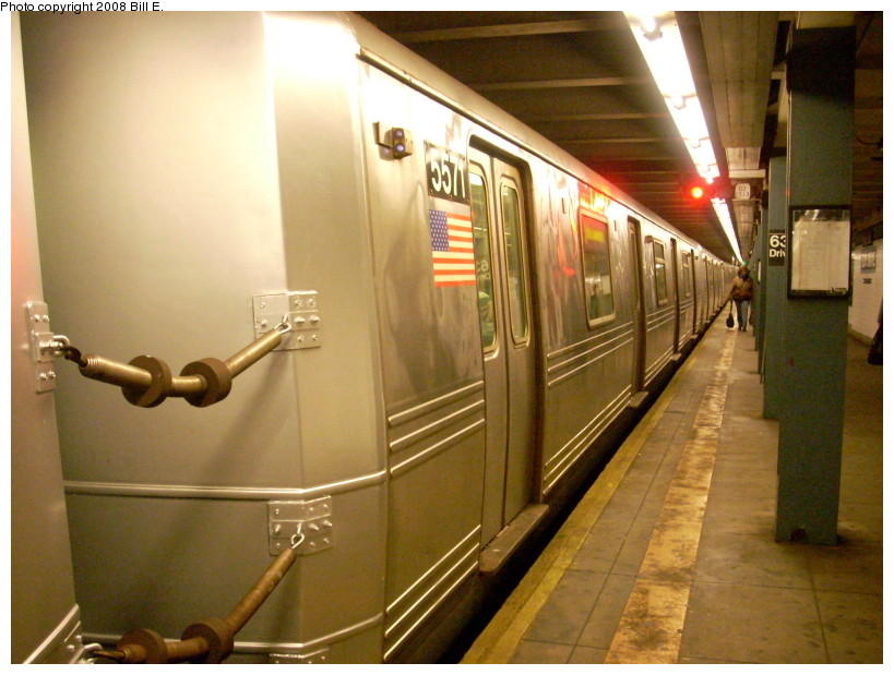 (166k, 819x619)<br><b>Country:</b> United States<br><b>City:</b> New York<br><b>System:</b> New York City Transit<br><b>Line:</b> IND Queens Boulevard Line<br><b>Location:</b> 63rd Drive/Rego Park <br><b>Route:</b> R<br><b>Car:</b> R-46 (Pullman-Standard, 1974-75) 5571 <br><b>Photo by:</b> Bill E.<br><b>Date:</b> 2/10/2008<br><b>Notes:</b> New paint on end cap.<br><b>Viewed (this week/total):</b> 0 / 2252
