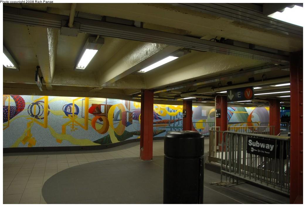 (177k, 1044x706)<br><b>Country:</b> United States<br><b>City:</b> New York<br><b>System:</b> New York City Transit<br><b>Location:</b> 51st-53rd & Lex IRT-IND Transfer<br><b>Photo by:</b> Richard Panse<br><b>Date:</b> 2/16/2008<br><b>Artwork:</b> <i>Passing Through</i>, Al Held (2004).<br><b>Viewed (this week/total):</b> 8 / 1567