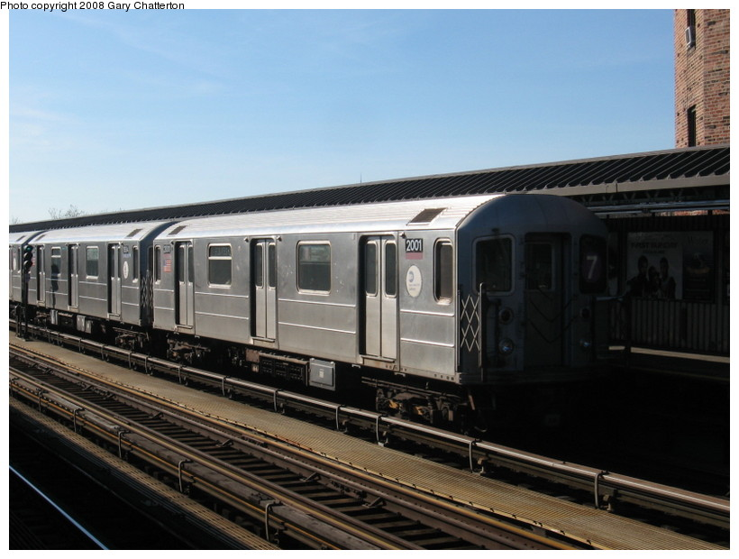 (123k, 820x620)<br><b>Country:</b> United States<br><b>City:</b> New York<br><b>System:</b> New York City Transit<br><b>Line:</b> IRT Flushing Line<br><b>Location:</b> 52nd Street/Lincoln Avenue <br><b>Route:</b> 7<br><b>Car:</b> R-62A (Bombardier, 1984-1987)  2001 <br><b>Photo by:</b> Gary Chatterton<br><b>Date:</b> 2/14/2008<br><b>Viewed (this week/total):</b> 0 / 1428