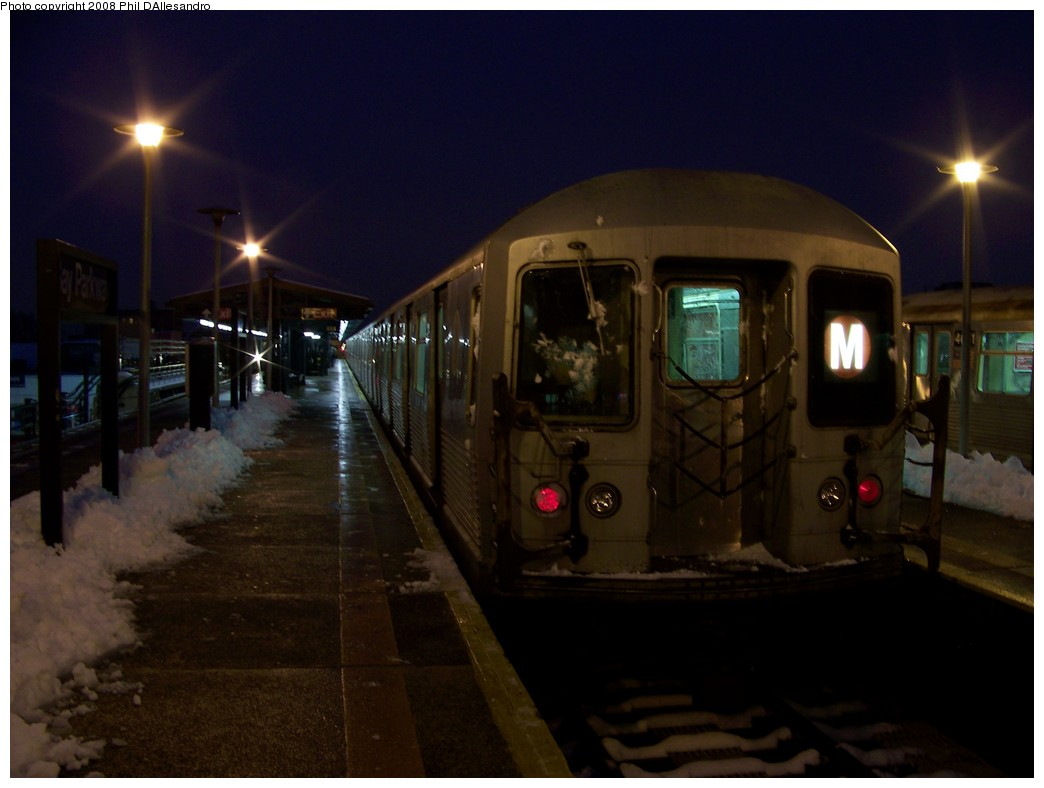 (146k, 1044x788)<br><b>Country:</b> United States<br><b>City:</b> New York<br><b>System:</b> New York City Transit<br><b>Line:</b> BMT West End Line<br><b>Location:</b> Bay Parkway <br><b>Route:</b> M<br><b>Car:</b> R-42 (St. Louis, 1969-1970)  4640 <br><b>Photo by:</b> Philip D'Allesandro<br><b>Date:</b> 2/22/2008<br><b>Viewed (this week/total):</b> 1 / 2645