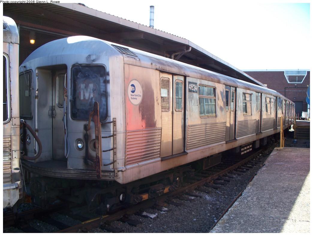 (199k, 1044x788)<br><b>Country:</b> United States<br><b>City:</b> New York<br><b>System:</b> New York City Transit<br><b>Location:</b> 207th Street Yard<br><b>Car:</b> R-42 (St. Louis, 1969-1970)  4624 <br><b>Photo by:</b> Glenn L. Rowe<br><b>Date:</b> 2/21/2008<br><b>Viewed (this week/total):</b> 0 / 1350