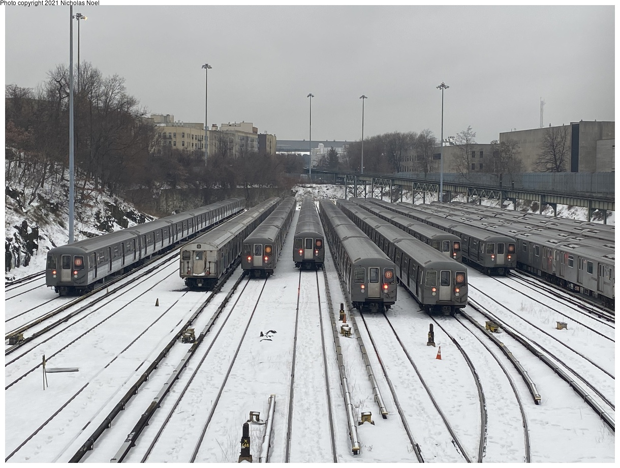 (213k, 1044x788)<br><b>Country:</b> United States<br><b>City:</b> New York<br><b>System:</b> New York City Transit<br><b>Line:</b> IND Fulton Street Line<br><b>Location:</b> Lefferts Boulevard <br><b>Route:</b> A<br><b>Car:</b> R-44 (St. Louis, 1971-73) 5316 <br><b>Photo by:</b> Glenn L. Rowe<br><b>Date:</b> 2/22/2008<br><b>Viewed (this week/total):</b> 1 / 1369