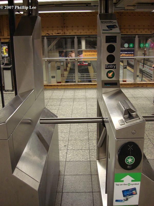 (99k, 600x800)<br><b>Country:</b> United States<br><b>City:</b> New York<br><b>System:</b> New York City Transit<br><b>Line:</b> IRT Times Square-Grand Central Shuttle<br><b>Location:</b> Grand Central <br><b>Photo by:</b> Phillip Lee<br><b>Date:</b> 10/11/2007<br><b>Viewed (this week/total):</b> 0 / 1299