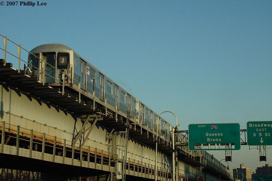 (85k, 900x600)<br><b>Country:</b> United States<br><b>City:</b> New York<br><b>System:</b> New York City Transit<br><b>Line:</b> BMT Nassau Street/Jamaica Line<br><b>Location:</b> Williamsburg Bridge<br><b>Route:</b> J<br><b>Car:</b> R-42 (St. Louis, 1969-1970)   <br><b>Photo by:</b> Phillip Lee<br><b>Date:</b> 12/25/2007<br><b>Viewed (this week/total):</b> 1 / 2226