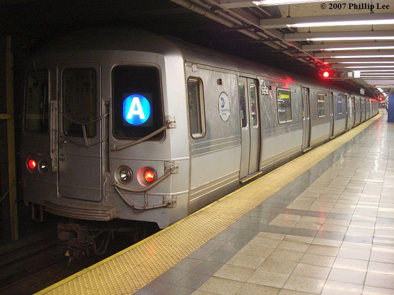 (94k, 800x600)<br><b>Country:</b> United States<br><b>City:</b> New York<br><b>System:</b> New York City Transit<br><b>Line:</b> IND 8th Avenue Line<br><b>Location:</b> Canal Street-Holland Tunnel<br><b>Route:</b> A<br><b>Car:</b> R-44 (St. Louis, 1971-73)  <br><b>Photo by:</b> Phillip Lee<br><b>Date:</b> 10/18/2007<br><b>Viewed (this week/total):</b> 0 / 2432