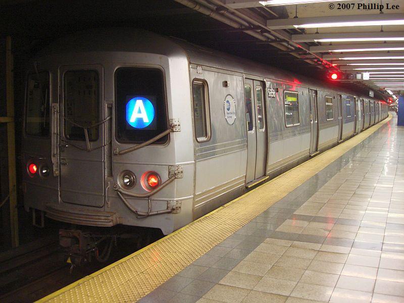 (94k, 800x600)<br><b>Country:</b> United States<br><b>City:</b> New York<br><b>System:</b> New York City Transit<br><b>Line:</b> IND 8th Avenue Line<br><b>Location:</b> Canal Street-Holland Tunnel <br><b>Route:</b> A<br><b>Car:</b> R-44 (St. Louis, 1971-73)  <br><b>Photo by:</b> Phillip Lee<br><b>Date:</b> 10/18/2007<br><b>Viewed (this week/total):</b> 1 / 2084