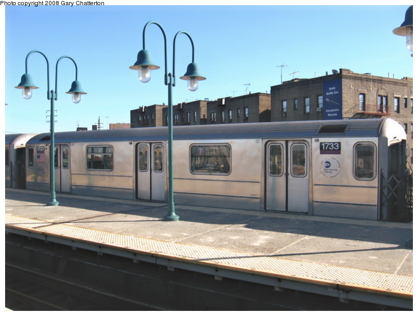 (117k, 820x620)<br><b>Country:</b> United States<br><b>City:</b> New York<br><b>System:</b> New York City Transit<br><b>Line:</b> IRT Flushing Line<br><b>Location:</b> 61st Street/Woodside <br><b>Route:</b> 7<br><b>Car:</b> R-62A (Bombardier, 1984-1987)  1733 <br><b>Photo by:</b> Gary Chatterton<br><b>Date:</b> 2/14/2008<br><b>Viewed (this week/total):</b> 0 / 1717