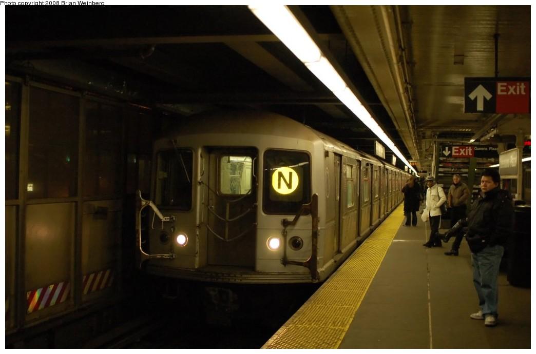 (186k, 1044x690)<br><b>Country:</b> United States<br><b>City:</b> New York<br><b>System:</b> New York City Transit<br><b>Line:</b> BMT Astoria Line<br><b>Location:</b> Queensborough Plaza <br><b>Route:</b> N<br><b>Car:</b> R-40M (St. Louis, 1969)  4534 <br><b>Photo by:</b> Brian Weinberg<br><b>Date:</b> 2/23/2008<br><b>Viewed (this week/total):</b> 0 / 2476