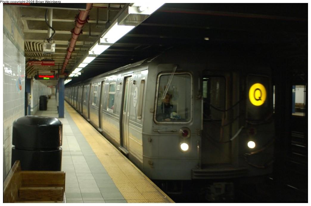(186k, 1044x693)<br><b>Country:</b> United States<br><b>City:</b> New York<br><b>System:</b> New York City Transit<br><b>Line:</b> BMT Broadway Line<br><b>Location:</b> 28th Street <br><b>Route:</b> Q<br><b>Car:</b> R-68A (Kawasaki, 1988-1989)  5020 <br><b>Photo by:</b> Brian Weinberg<br><b>Date:</b> 2/23/2008<br><b>Viewed (this week/total):</b> 0 / 2351