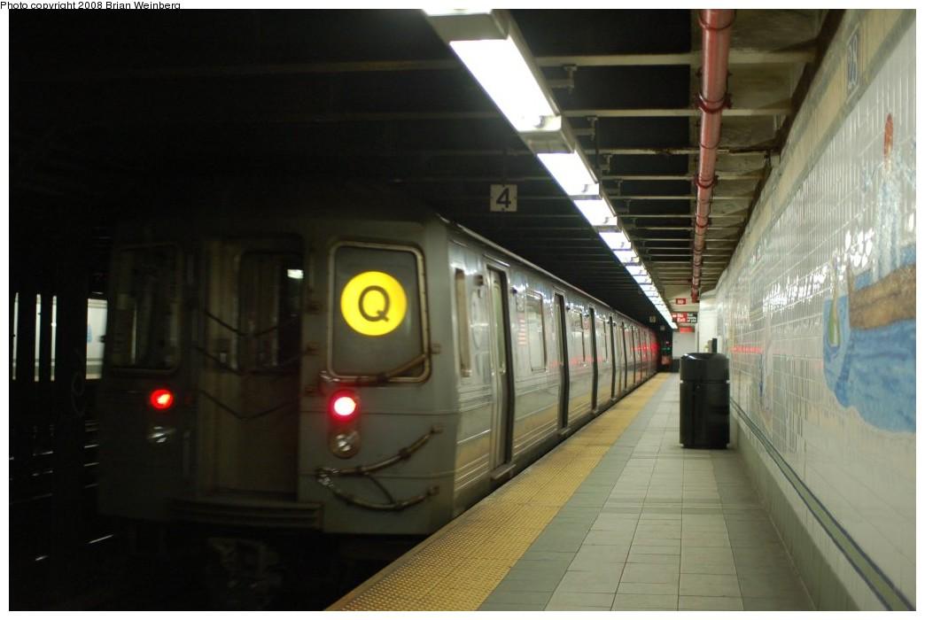 (193k, 1044x700)<br><b>Country:</b> United States<br><b>City:</b> New York<br><b>System:</b> New York City Transit<br><b>Line:</b> BMT Broadway Line<br><b>Location:</b> 28th Street <br><b>Route:</b> Q<br><b>Car:</b> R-68A (Kawasaki, 1988-1989)   <br><b>Photo by:</b> Brian Weinberg<br><b>Date:</b> 2/23/2008<br><b>Viewed (this week/total):</b> 2 / 2314