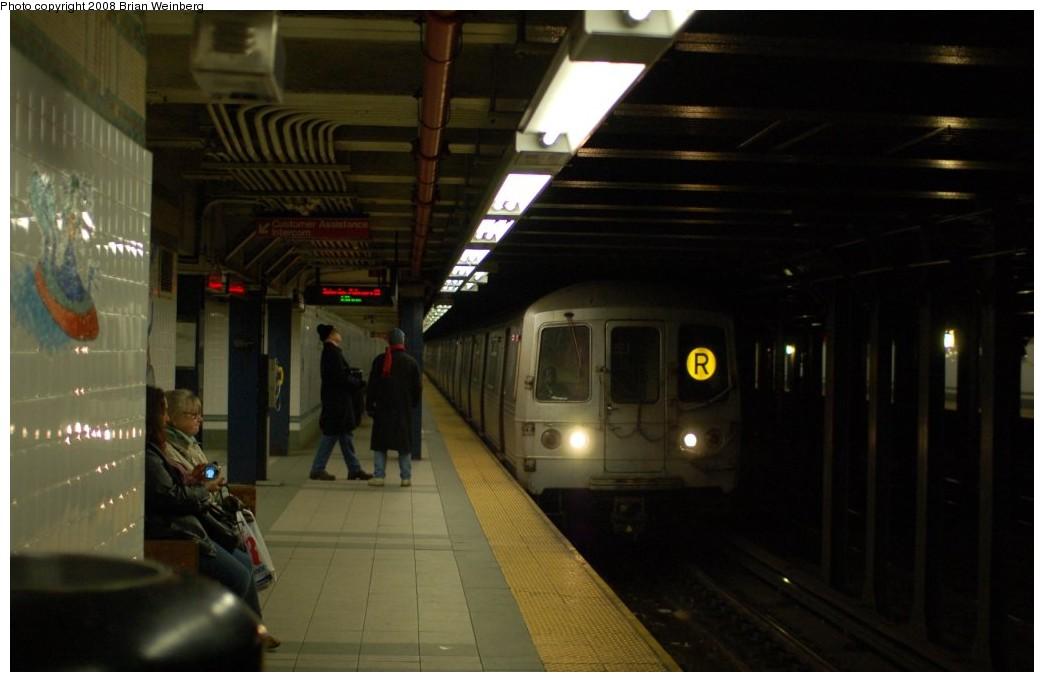 (181k, 1044x682)<br><b>Country:</b> United States<br><b>City:</b> New York<br><b>System:</b> New York City Transit<br><b>Line:</b> BMT Broadway Line<br><b>Location:</b> 28th Street <br><b>Route:</b> R<br><b>Car:</b> R-46 (Pullman-Standard, 1974-75) 6120 <br><b>Photo by:</b> Brian Weinberg<br><b>Date:</b> 2/23/2008<br><b>Viewed (this week/total):</b> 2 / 2434