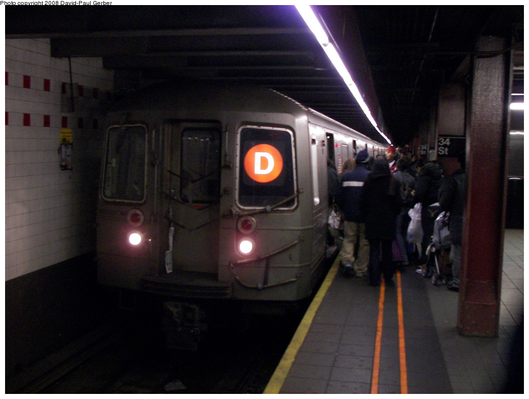 (230k, 1044x788)<br><b>Country:</b> United States<br><b>City:</b> New York<br><b>System:</b> New York City Transit<br><b>Line:</b> IND 6th Avenue Line<br><b>Location:</b> 34th Street/Herald Square <br><b>Route:</b> D<br><b>Car:</b> R-68 (Westinghouse-Amrail, 1986-1988)  2770 <br><b>Photo by:</b> David-Paul Gerber<br><b>Date:</b> 2/23/2008<br><b>Notes:</b> Local due to snow layups.<br><b>Viewed (this week/total):</b> 0 / 2823