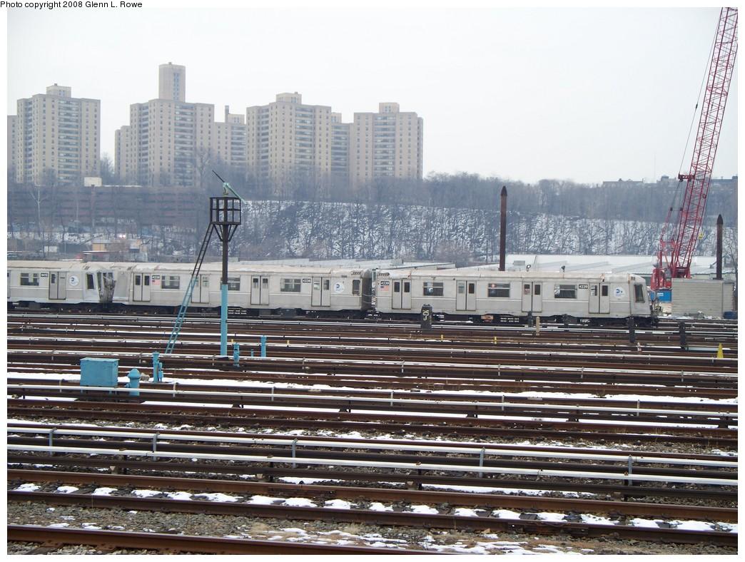 (266k, 1044x788)<br><b>Country:</b> United States<br><b>City:</b> New York<br><b>System:</b> New York City Transit<br><b>Location:</b> 207th Street Yard<br><b>Car:</b> R-40 (St. Louis, 1968)  4238/4239 <br><b>Photo by:</b> Glenn L. Rowe<br><b>Date:</b> 2/26/2008<br><b>Viewed (this week/total):</b> 1 / 1686