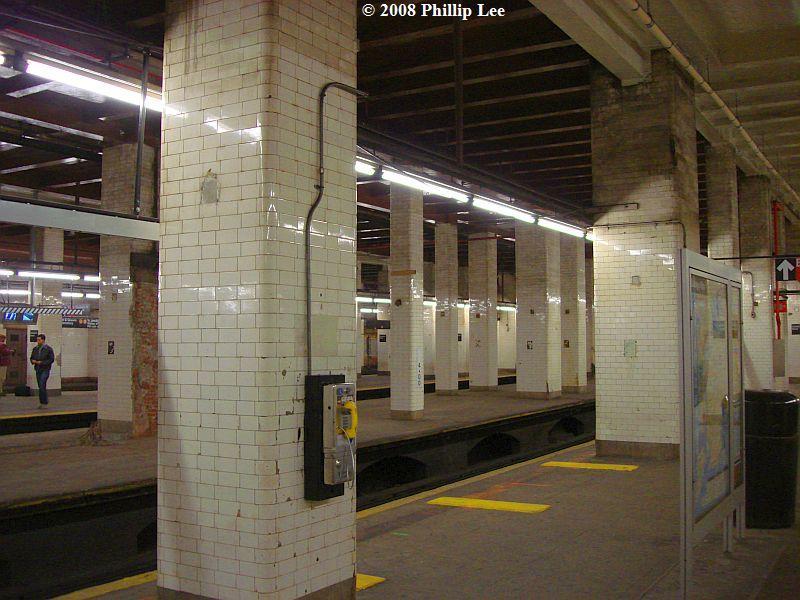 (101k, 800x600)<br><b>Country:</b> United States<br><b>City:</b> New York<br><b>System:</b> New York City Transit<br><b>Line:</b> BMT Nassau Street/Jamaica Line<br><b>Location:</b> Chambers Street <br><b>Photo by:</b> Phillip Lee<br><b>Date:</b> 1/17/2008<br><b>Viewed (this week/total):</b> 0 / 2465