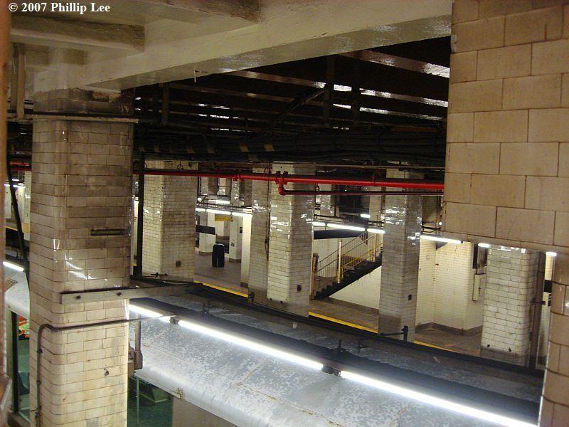 (103k, 800x600)<br><b>Country:</b> United States<br><b>City:</b> New York<br><b>System:</b> New York City Transit<br><b>Line:</b> BMT Nassau Street/Jamaica Line<br><b>Location:</b> Chambers Street <br><b>Photo by:</b> Phillip Lee<br><b>Date:</b> 12/30/2007<br><b>Viewed (this week/total):</b> 0 / 3045