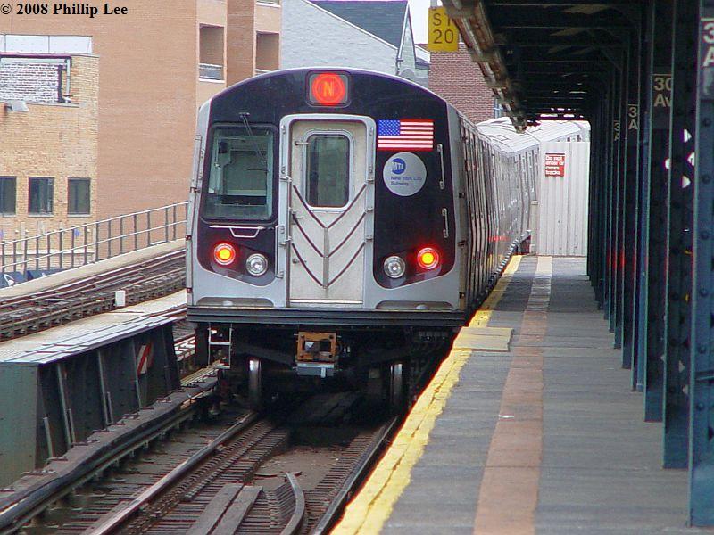 (101k, 800x600)<br><b>Country:</b> United States<br><b>City:</b> New York<br><b>System:</b> New York City Transit<br><b>Line:</b> BMT Astoria Line<br><b>Location:</b> 30th/Grand Aves. <br><b>Route:</b> N<br><b>Car:</b> R-160A/R-160B Series (Number Unknown)  <br><b>Photo by:</b> Phillip Lee<br><b>Date:</b> 1/17/2008<br><b>Viewed (this week/total):</b> 2 / 1912