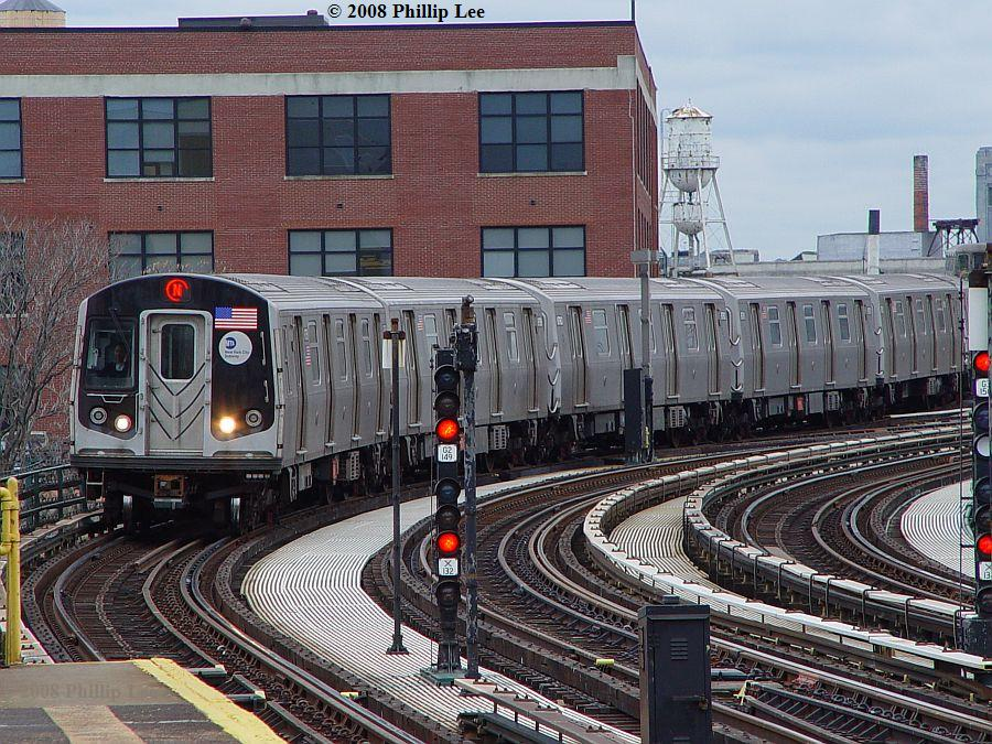 (166k, 900x675)<br><b>Country:</b> United States<br><b>City:</b> New York<br><b>System:</b> New York City Transit<br><b>Line:</b> BMT Astoria Line<br><b>Location:</b> 39th/Beebe Aves. <br><b>Route:</b> N<br><b>Car:</b> R-160A/R-160B Series (Number Unknown)  <br><b>Photo by:</b> Phillip Lee<br><b>Date:</b> 1/17/2008<br><b>Viewed (this week/total):</b> 0 / 1858