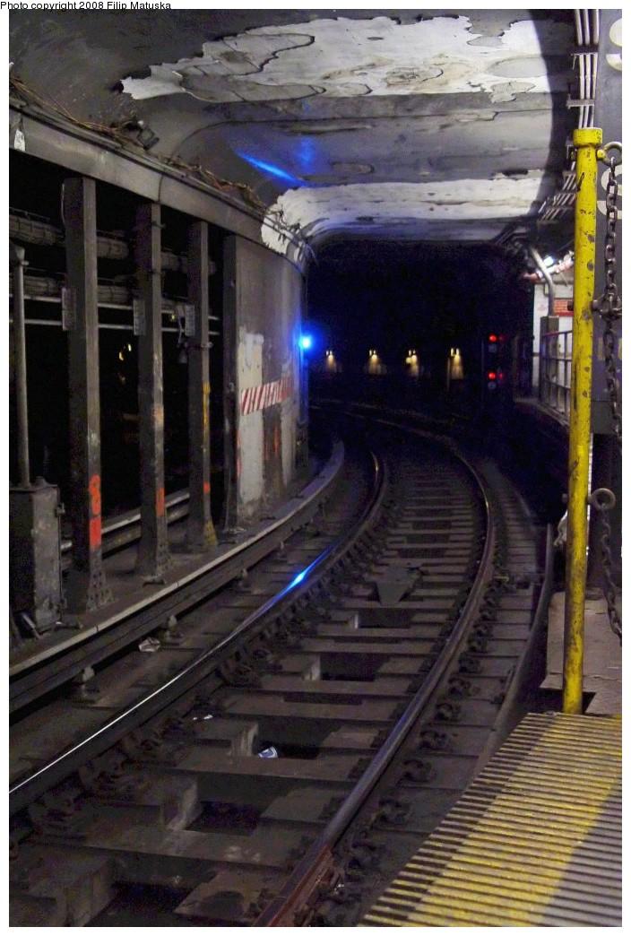 (193k, 704x1044)<br><b>Country:</b> United States<br><b>City:</b> New York<br><b>System:</b> New York City Transit<br><b>Line:</b> IRT West Side Line<br><b>Location:</b> South Ferry (Outer Loop Station) <br><b>Photo by:</b> Filip Matuska<br><b>Date:</b> 6/6/2007<br><b>Viewed (this week/total):</b> 1 / 1784