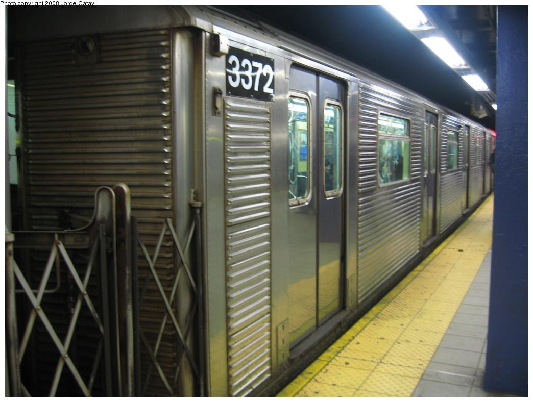(187k, 1044x788)<br><b>Country:</b> United States<br><b>City:</b> New York<br><b>System:</b> New York City Transit<br><b>Line:</b> IND Queens Boulevard Line<br><b>Location:</b> Queens Plaza <br><b>Route:</b> E<br><b>Car:</b> R-32 (Budd, 1964)  3372 <br><b>Photo by:</b> Jorge Catayi<br><b>Date:</b> 12/2/2007<br><b>Viewed (this week/total):</b> 0 / 1929