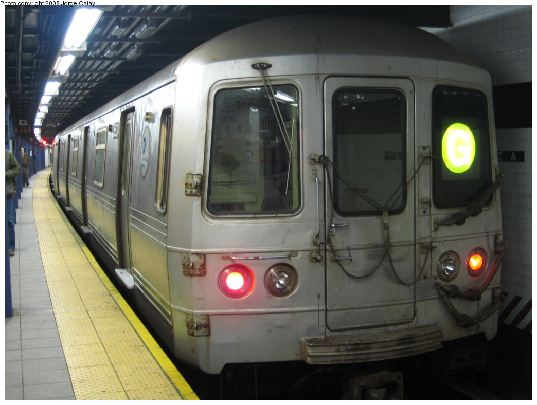 (176k, 1044x788)<br><b>Country:</b> United States<br><b>City:</b> New York<br><b>System:</b> New York City Transit<br><b>Line:</b> IND Queens Boulevard Line<br><b>Location:</b> Queens Plaza <br><b>Route:</b> G<br><b>Car:</b> R-46 (Pullman-Standard, 1974-75) 5534 <br><b>Photo by:</b> Jorge Catayi<br><b>Date:</b> 12/2/2007<br><b>Viewed (this week/total):</b> 1 / 1304