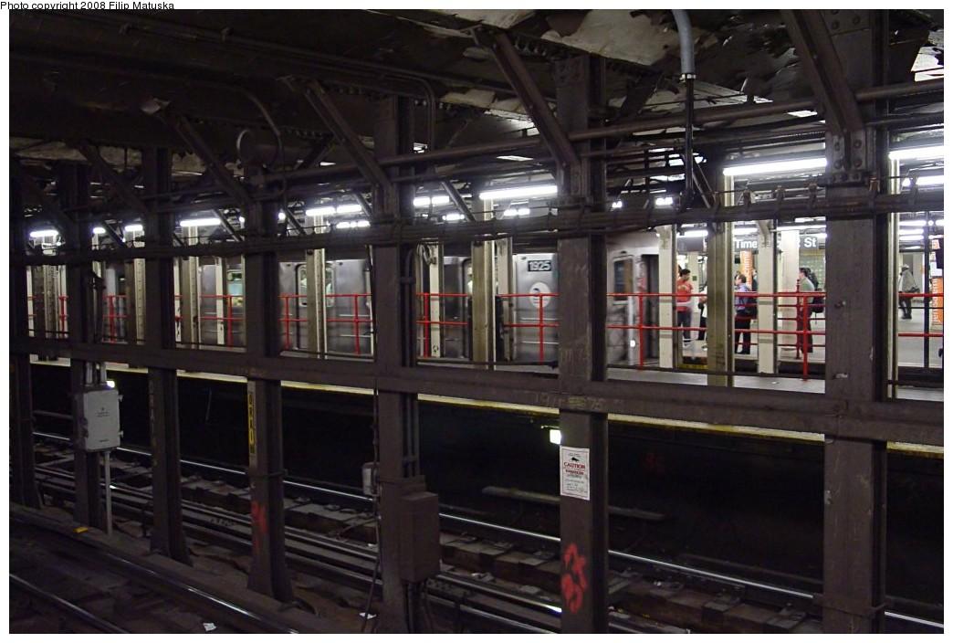 (175k, 1044x704)<br><b>Country:</b> United States<br><b>City:</b> New York<br><b>System:</b> New York City Transit<br><b>Line:</b> IRT Times Square-Grand Central Shuttle<br><b>Location:</b> Times Square <br><b>Route:</b> S<br><b>Car:</b> R-62A (Bombardier, 1984-1987)  1925 <br><b>Photo by:</b> Filip Matuska<br><b>Date:</b> 6/6/2007<br><b>Viewed (this week/total):</b> 0 / 2631