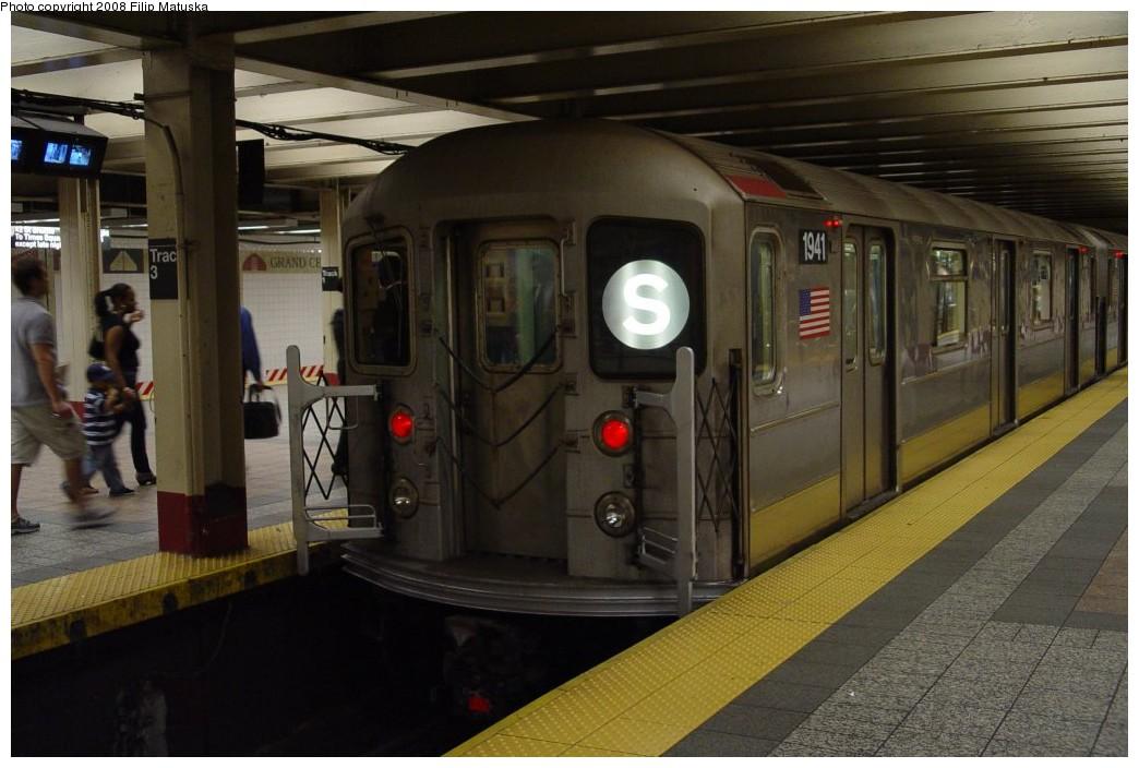 (169k, 1044x704)<br><b>Country:</b> United States<br><b>City:</b> New York<br><b>System:</b> New York City Transit<br><b>Line:</b> IRT Times Square-Grand Central Shuttle<br><b>Location:</b> Grand Central <br><b>Route:</b> S<br><b>Car:</b> R-62A (Bombardier, 1984-1987)  1941 <br><b>Photo by:</b> Filip Matuska<br><b>Date:</b> 6/6/2007<br><b>Viewed (this week/total):</b> 1 / 1603