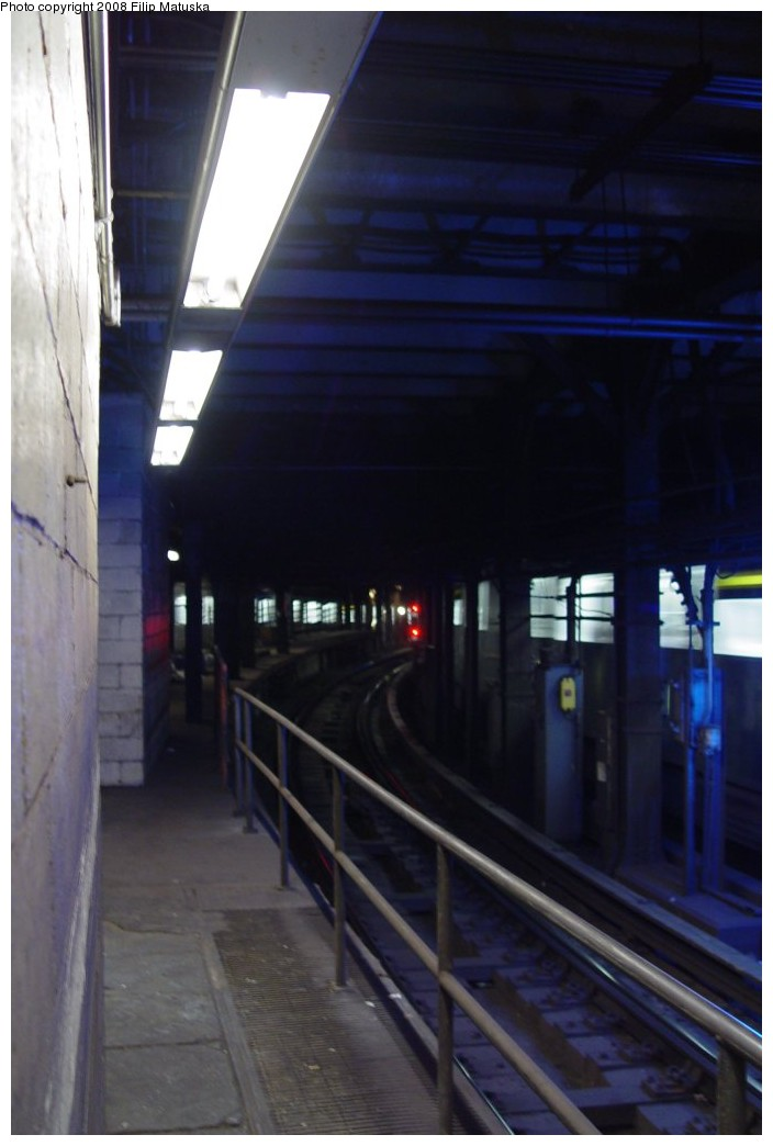 (118k, 704x1044)<br><b>Country:</b> United States<br><b>City:</b> New York<br><b>System:</b> New York City Transit<br><b>Line:</b> IRT East Side Line<br><b>Location:</b> Brooklyn Bridge/City Hall (Closed Express Platform) <br><b>Photo by:</b> Filip Matuska<br><b>Date:</b> 6/6/2007<br><b>Notes:</b> View south down express trackway showing closed end of express platform.<br><b>Viewed (this week/total):</b> 0 / 7730