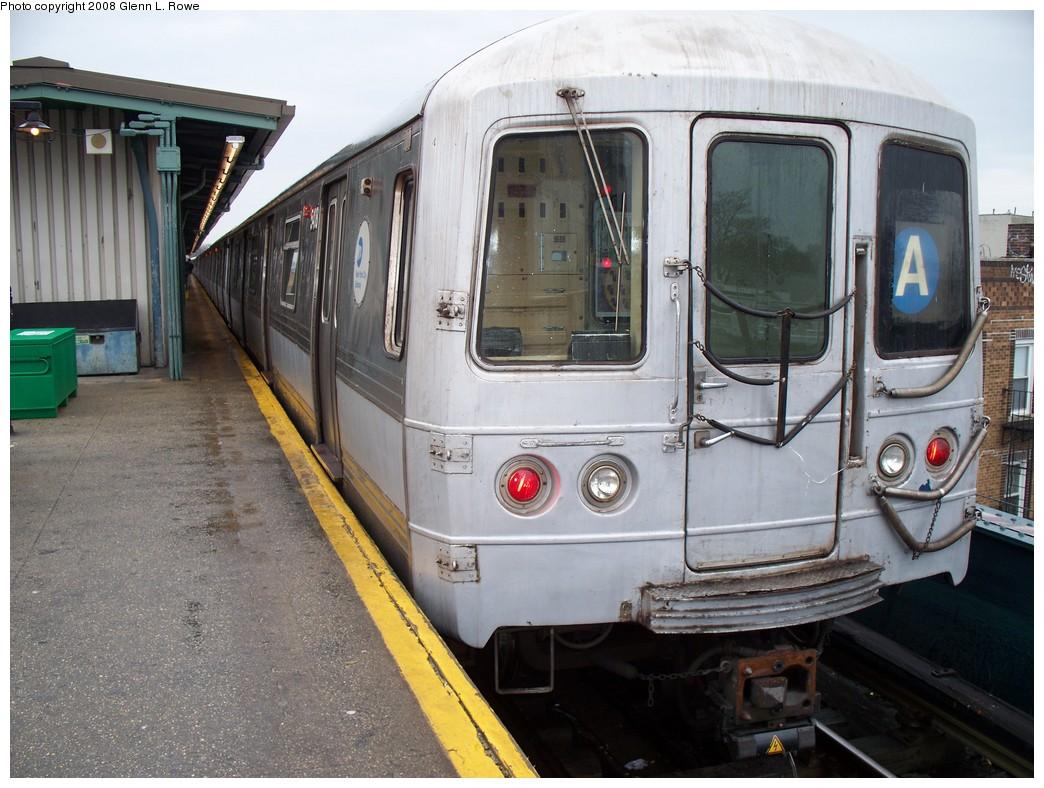 (234k, 1044x788)<br><b>Country:</b> United States<br><b>City:</b> New York<br><b>System:</b> New York City Transit<br><b>Line:</b> IND Fulton Street Line<br><b>Location:</b> Lefferts Boulevard <br><b>Route:</b> A<br><b>Car:</b> R-44 (St. Louis, 1971-73) 5408 <br><b>Photo by:</b> Glenn L. Rowe<br><b>Date:</b> 3/4/2008<br><b>Notes:</b> Note the dead motor light illuminated on 5409 (2nd car).<br><b>Viewed (this week/total):</b> 0 / 1854