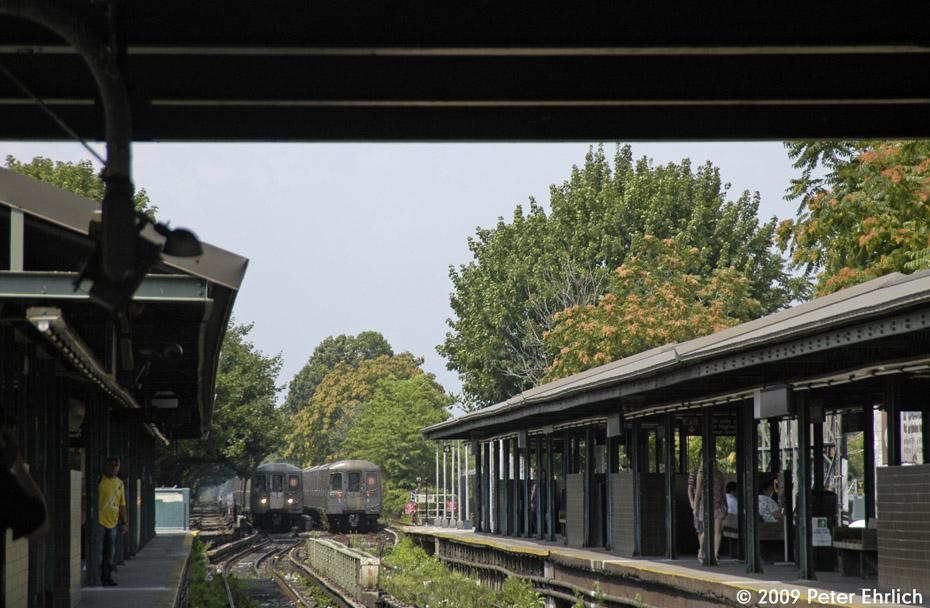 (209k, 930x608)<br><b>Country:</b> United States<br><b>City:</b> New York<br><b>System:</b> New York City Transit<br><b>Line:</b> BMT Brighton Line<br><b>Location:</b> Kings Highway <br><b>Car:</b> R-68A (Kawasaki, 1988-1989)  5066 <br><b>Photo by:</b> Peter Ehrlich<br><b>Date:</b> 7/22/2009<br><b>Notes:</b> Outbound. With 5112 inbound.<br><b>Viewed (this week/total):</b> 0 / 1245