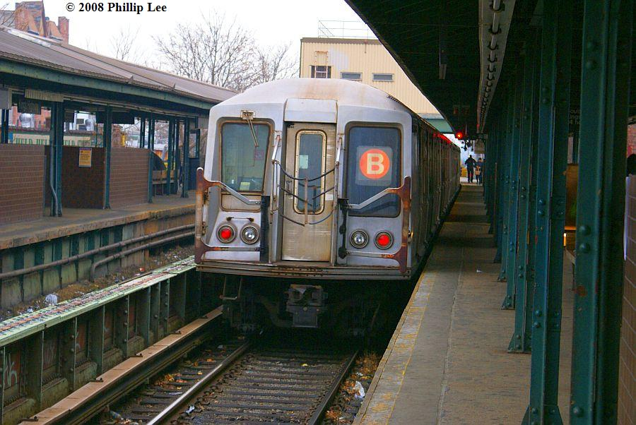 (134k, 900x602)<br><b>Country:</b> United States<br><b>City:</b> New York<br><b>System:</b> New York City Transit<br><b>Line:</b> BMT Brighton Line<br><b>Location:</b> Kings Highway <br><b>Route:</b> B<br><b>Car:</b> R-40 (St. Louis, 1968)   <br><b>Photo by:</b> Phillip Lee<br><b>Date:</b> 2/5/2008<br><b>Viewed (this week/total):</b> 0 / 1598