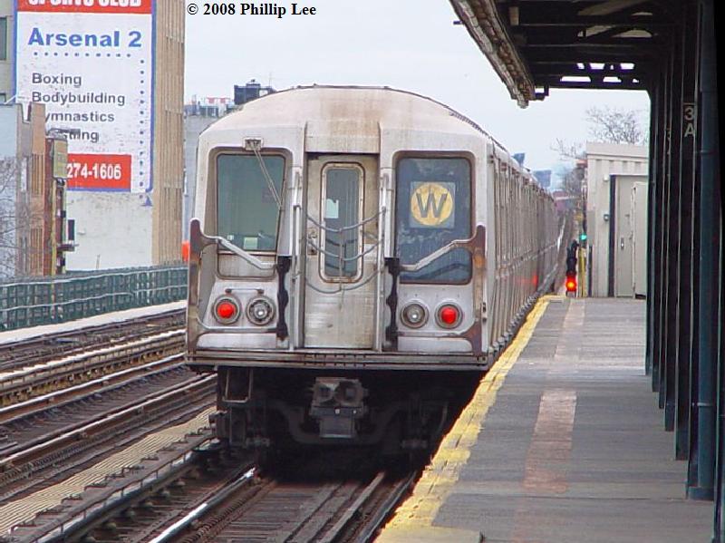 (89k, 800x599)<br><b>Country:</b> United States<br><b>City:</b> New York<br><b>System:</b> New York City Transit<br><b>Line:</b> BMT Astoria Line<br><b>Location:</b> 30th/Grand Aves. <br><b>Route:</b> W<br><b>Car:</b> R-40 (St. Louis, 1968)   <br><b>Photo by:</b> Phillip Lee<br><b>Date:</b> 1/17/2008<br><b>Viewed (this week/total):</b> 1 / 1738