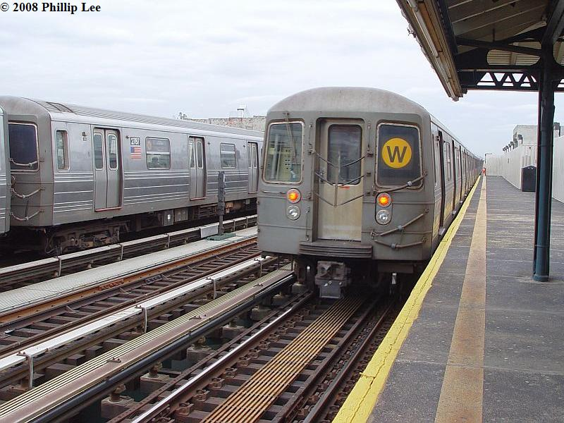 (108k, 800x600)<br><b>Country:</b> United States<br><b>City:</b> New York<br><b>System:</b> New York City Transit<br><b>Line:</b> BMT Astoria Line<br><b>Location:</b> 39th/Beebe Aves. <br><b>Route:</b> W<br><b>Car:</b> R-68/R-68A Series (Number Unknown)  <br><b>Photo by:</b> Phillip Lee<br><b>Date:</b> 1/17/2008<br><b>Viewed (this week/total):</b> 0 / 1631