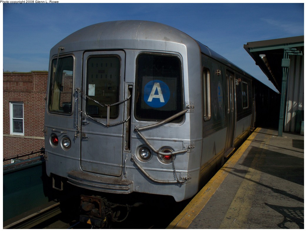(188k, 1044x788)<br><b>Country:</b> United States<br><b>City:</b> New York<br><b>System:</b> New York City Transit<br><b>Line:</b> IND Fulton Street Line<br><b>Location:</b> Lefferts Boulevard <br><b>Route:</b> A<br><b>Car:</b> R-44 (St. Louis, 1971-73) 5404 <br><b>Photo by:</b> Glenn L. Rowe<br><b>Date:</b> 3/6/2008<br><b>Viewed (this week/total):</b> 0 / 1156